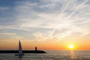 Zo mooi zakt de zon in de zee bij Scheveningen (Foto: Arnaud Roelofsz)